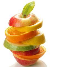 Un cocktail di frutta per dissetare la pelle in estate