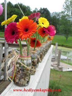 Balıkesir Çiçek Balıkesir Çiçek  Vazoda Gerbera faklı sunumlarda sevdiklerine çiçek göndermek onları şaşırtmak mutlu etmek isteyenlerin en çok tercih ettiği site www.hediyemkapida.com Balıkesir Buse Çiçekçilik