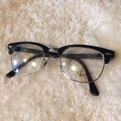6a9b01655b8 Ray ban no prescription plastic lens glasses Not prescription glasses. Clear  plastic lenses Ray-