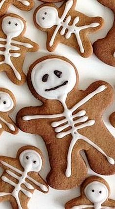 Gingerbread Skeletons ❊