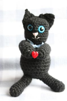 This little kitten amigurumi is meant to brighten up a loved one's day. I have used safety eyes, but you could easily use buttons or embroidery. I hope you enjoy this little fluffy I love you kitten pattern