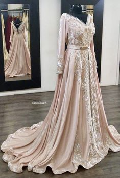 El magnifique officiel – The Tell Me Why Morrocan Wedding Dress, Morrocan Dress, Dress Wedding, Wedding Bride, Hijab Evening Dress, Evening Outfits, Hijab Dress, Eid Dresses, Bridal Dresses