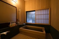 Located on high ground in the Yugawara hot spring area, guests c・・・ High Ground, Hot Springs, Corner Bathtub, Baths, Rooms, Interior, Bedrooms, Spa Water, Indoor