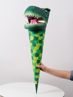 Schultüte Dinosaurier DIY Anleitung: https://docs.google.com/document/d/1McogQ8hXsUola618qc6JOlAntFUN35RVCDySyfdJLJs/edit?usp=sharing
