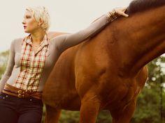 I'm not sure if I'd wear this but I love this horse's neck.