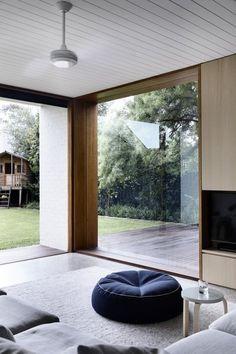 //vindu for enden av gangen Decoration Inspiration, Interior Inspiration, Interior Architecture, Interior And Exterior, Window Reveal, Brighton Houses, O Gas, House Extensions, Design Interiors