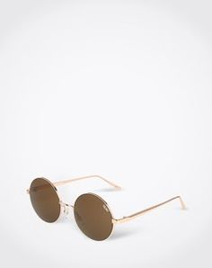 Sunnies: 'Electric Dreams' from Quay. Click on the picture to get the product ♥︎
