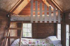 Para la litera superior añadimos en nuestras casitas infantiles una barandilla, para asegurar el descanso de los niños.