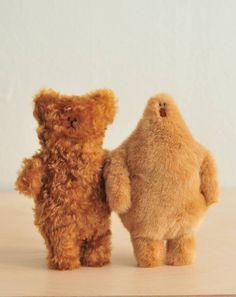 Fluffy creatures by Marc and Emma. Via Knuffels à la carte. Bizarre, Toy Art, Little Doll, Soft Sculpture, Monster, Softies, Doll Toys, Puppets, Art Dolls