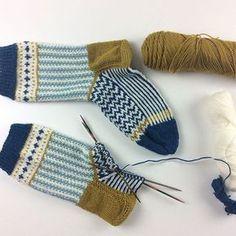 Hier ist sie ... meine Käppchenferse - Jacquardmuster Lösung. Eine Kreuzung aus Soxx No 1 und No 16 Mehr dazu könnt ihr auf meinem Blog lesen. Natürlich geht das auch mit den anderen Anleitungen mit Bumerangferse. . #soxxbook #soxxno1#frechverlag #langyarns#fersenwechsel#stricken#knitting#sockenstricken #soxxsüchtig | SnapWidget
