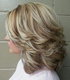 20 Medium curly hairstyles for every occasion. Try best medium curly hairstyles. Top medium hairstyles for curly hair. Curly hairstyles for medium length. Cute Medium Length Hairstyles, Pretty Hairstyles, Medium Hair Styles, Easy Hairstyles, Curly Hair Styles, Medium Haircuts, Wedding Hairstyles, Hairdos, Short Haircuts