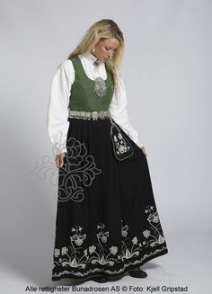 Follobunad til dame - BunadRosen AS Norwegian Clothing, Beautiful Norway, Going Out Of Business, The Shining, Shades Of Green, Scandinavian, Ethnic, High Waisted Skirt, Culture