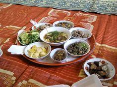 Il y a quelques mois je vous avais parlé de ce que nous avions mangé quand nous étions en Malaisie. Aujourd'hui, on part au Laos. Un univers culinaire très différent de la Malaisie par exemple. Perso, je n'ai pas accroché à tout là-bas. Flo en revanche a adoré la bouffe Laotienne. (Bon en même temps, […]