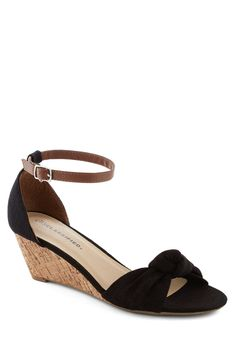 Step Into the Sunlight Wedge in Black | Mod Retro Vintage Sandals | ModCloth.com