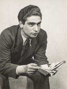 Robert Capa in the Studio of József Pécsi, by Kati Horna. Budapest, 1933.