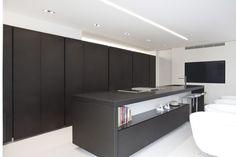 Kitchen with island SLIM By Steininger design Martin Steininger New Kitchen, Kitchen Island, Lounge, Island Design, Küchen Design, Interiores Design, Aluminium, Wine Rack, Interior Architecture