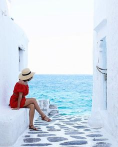 Last time I visited Mykonos it was only for three days, and you'll remember from this post that I fell head over heels in love with the place. Fast forward a year and I was itching to go back, this ti