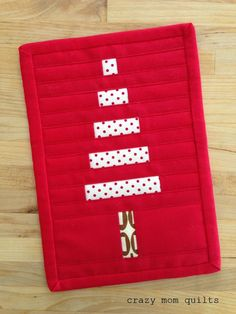 crazy mom quilts: how to bind tiny things - perfect for the pot holders I want to make!