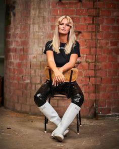Inspiration - Farmerrain - Yrkeskläder Wellies Rain Boots, Going To Rain, Rain Wear, Hunter Boots, Leather Pants, Punk, Style Inspiration, Gas Masks, How To Wear