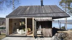 Kledningen deres kan vare i år uten vedlikehold - Aftenposten Summer Cabins, Getaway Cabins, House By The Sea, Log Homes, Conservatory, Old Houses, Building A House, House Styles, Outdoor Decor