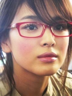 Crunchyroll - Forum - Females stars who look pretty in glasses Song, Hye kyo Korean Glasses, New Glasses, Girls With Glasses, Red Frame Glasses, Korean Beauty, Asian Beauty, Fashion Eye Glasses, Song Hye Kyo, Wearing Glasses