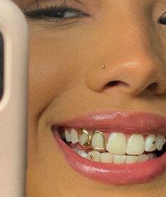 Diamond Grillz, Diamond Teeth, Smiley Piercing, Cute Piercings, Cute Jewelry, Body Jewelry, Tooth Jewelry, Jewellery, Girl Grillz