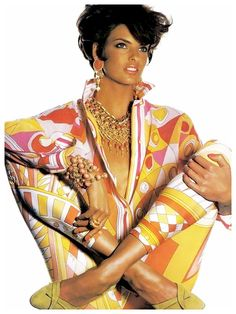 Linda Evangelista wearing Pucci for Vogue US, May 1990. Photographer Irving Penn  | The House of Beccaria