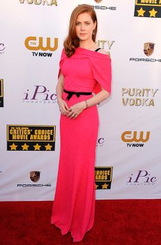 Amy Adams arrived in shocking pink Roland Mouret. See all the red carpet arrivals: http://uk.bazaar.com/1dp1HgH