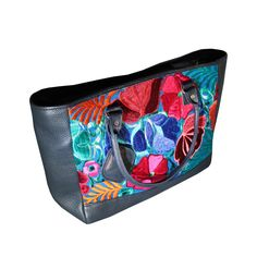 Good handbags are sometimes hard to come by. I love the floral, plant pattern on the outside of the bag. I think this would be a great bag to add to my collection.