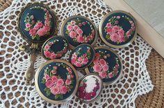 #brooch #needlework #embroidery #stitch #handmade #자수#프랑스자수#광양프랑스자수 #순천프랑스자수 #광양#일상#힐링