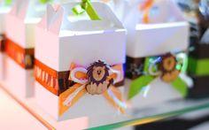 Lembrancinhas personalizadas, com aplicação de bichinhos do safari da festa. De Atelier de Festas. Foto: Divulgação