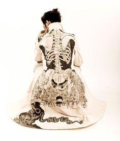 vestuario increible.........human body