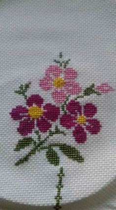 APEX ART is a place for share the some of arts and crafts such as cross stitch , embroidery,diamond painting , designs and patterns of them and a lot of othe. Cross Stitch Rose, Cross Stitch Borders, Cross Stitch Flowers, Cross Stitch Charts, Cross Stitch Designs, Cross Stitching, Cross Stitch Patterns, Hand Embroidery Stitches, Silk Ribbon Embroidery