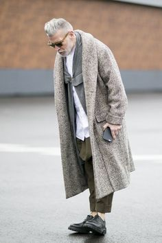 Dress to express, not to impress — billy-george: Nick Wooster layered up Top Fashion Blogs, Look Fashion, Mens Fashion, Old Man Fashion, Street Fashion, Fashion Design, Nick Wooster, Mode Masculine, Men Street