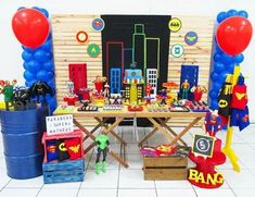 Superheroes birthday party ideas! Check out all the details, treats and party decorations of this super party!