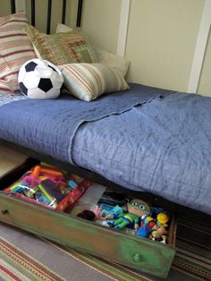 Drawer under bed for toys... wonder if it's on wheels?