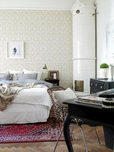 Oriental Rug In Bedroom Luxury Never Out Of Style oriental Rugs Kilims for Every Style Bedroom Carpet, Living Room Carpet, Home Bedroom, Bedroom Red, Warm Bedroom, Dream Bedroom, Bedroom Furniture, Luxury Bedroom Design, Interior Design