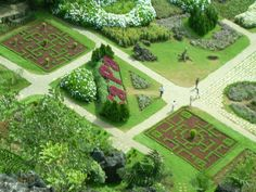 Sa Pa tại Tỉnh Lào Cai   Trong chuỗi cẩm nang du lịch Sapa ngày hôm nay chúng tôi giới thiệu đến du khách những lưu ý giúp du khách có thể chinh phục điểm du lịch này một cách an toàn và hoàn hảo nhất đó là điểm du lịch Núi Hàm Rồng Sapa.  http://dulichsapa-bookingtour.blogspot.com/2014/10/cam-nang-du-lich-sapa-kham-pha-khu-du-lich-nui-ham-rong.html