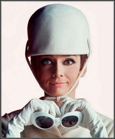 Audrey Hepburn posa de Courrèges!