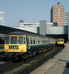 """BR """"Trans Pennine"""" DMU, Leeds City Station 利兹市火车站"""