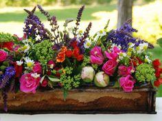 caja de madera con flores