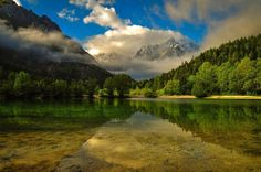 Lake Jasna is a picturesque alpine lake that covers a modest surface area of 2.2 ha (5.4 acres).