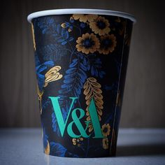 Coffee cup Victoria and Albert Museum LONDON . @vamuseum . . . . . . . #coffeetime #coffeebreak #coffee #designer #コーヒー #vscocoffee #todayscoffee #behance #londoncoffeeshops #packagedesign #pinterest #graphicdesign #kaffee #graphicdesigner #museum #vamuseum #artandesign #thatsdarling #kaffe #kahve #papercup #vscodesign #takeawaycoffee #fashion #coffeecup #coffeetogo #victoriaandalbertmuseum #designmuseum #kopi #artdesign by des_coffee