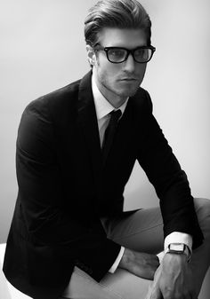 the glasses make the look, classy gentleman! Fashion Moda, Look Fashion, Mens Fashion, Daily Fashion, Fashion News, Fashion Outfits, Gentleman Mode, Gentleman Style, Sharp Dressed Man