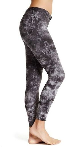 Hue Tie-Dye Denim Skimmer Leggings