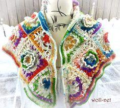 """Zauberhaftes Dreieckstuch im """"Boho-Style"""" Eine Blüte ist schöner als die Andere! Durch """"Granny-Squares"""" erarbeitet und anschließend miteinander verbunden, entstand diese zauberhafte Werk. Den Randabschluss bildet eine zauberhafte gehäkelte Borte. Square, Boho Style, Boho Fashion, Blanket, Crochet, Handarbeit, Nice Asses, Chrochet, Crocheting"""
