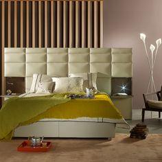 Lit Courchevel, design Philippe BouixProgramme de tête de lit ou lit complet, adaptable en longueur et en hauteur selon le nombre de panneaux capitonnés. Options chevet intégré et liseuse.