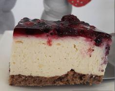 Slatki san – vanilija kocke sa šumskim voćem Vanilla Cake, Cheesecake, San, Desserts, Food, Tailgate Desserts, Deserts, Cheesecakes, Essen