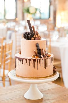 23 Fall Wedding Cakes Perfect for an Autumnal Celebration - WeddingWire Pretty Wedding Cakes, Fall Wedding Cakes, Beautiful Wedding Cakes, Wedding Ideas, Wedding Inspiration, White Fondant Cake, Buttercream Cake, Flavor Cupcakery, One Tier Cake