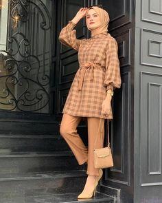 Modest Fashion Hijab, Modesty Fashion, Stylish Dresses For Girls, Stylish Dress Designs, Hijab Fashion Inspiration, Mode Inspiration, Girls Fashion Clothes, Fashion Outfits, Pakistani Dresses Casual